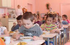 Черкаська влада і батьки майже порівно платитимуть за харчування дітей