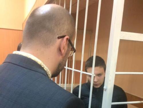 Нардепа п'ять разів намагалися виставити за двері під час засідання у справі 15-річного школяра