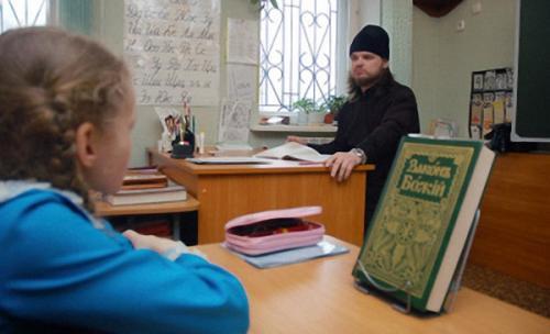 """Учням однієї з черкаських шкіл читали релігійні """"семінари"""" про створення світу"""