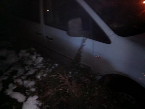 У Черкасах п'яний водій не помітив кільце і влетів у ялинки (ФОТО)