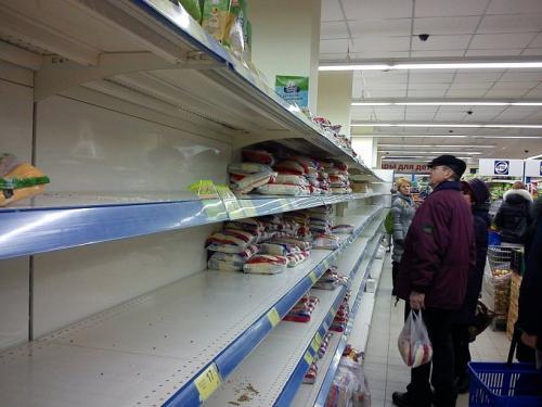 У Черкасах стрімко порожніють полиці супермаркетів (ФОТО)
