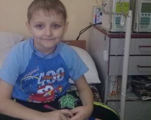 Щоб врятувати 6-річного драбівчанина, батьки платять донорам за кров