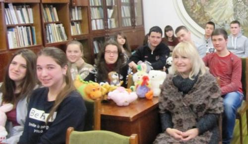 Школярі передали власні іграшки дітям АТО