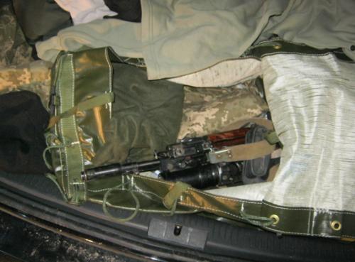 Черкаські міліціонери затримали автомобіль зі зброєю (ФОТО)
