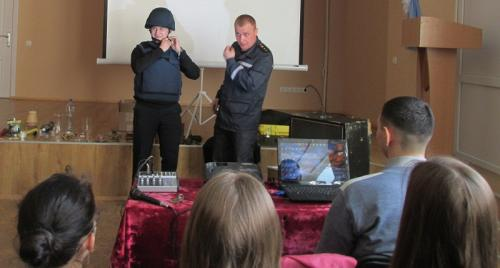 Черкаських школярів навчили, як виживати у надзвичайних ситуаціях