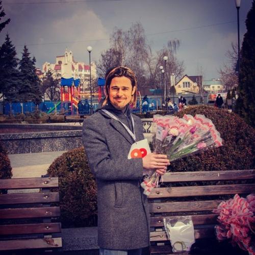 На восьме березня черкаських жінок на вулиці вітав Бред Пітт (ФОТО)