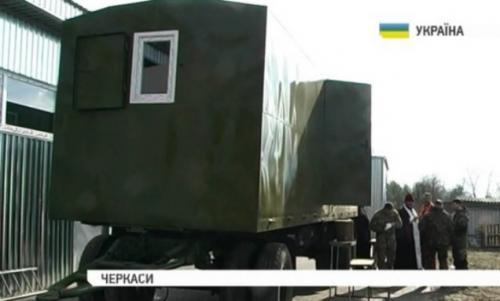 Волонтери переобладнали КамАЗ на мобільне житло для військових