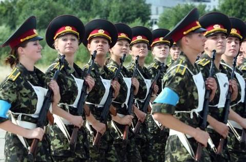 Як черкаські жінки-військові допомагають чоловікам на сході (ВІДЕО)