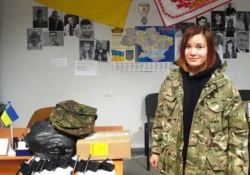 Волонтери спорядили на передову дівчину із батальйону
