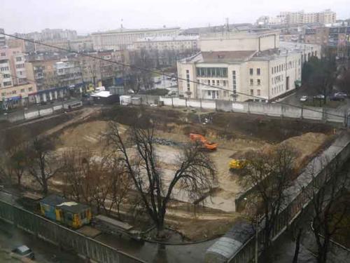 Члени виконкому пояснили, чому дозволили будівництво за черкаським драмтеатром