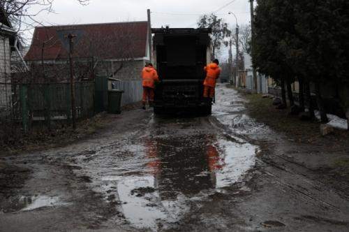 Від черкаських шкіл два тижні не вивозили сміття