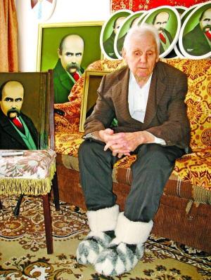 Смілянин намалював 200 портретів Тараса Шевченка