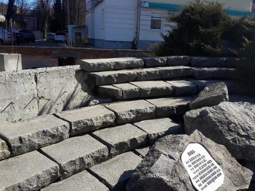 У Черкасах розпадається пам'ятник воїнам-афганцям (ФОТО)