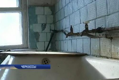 У Черкасах сім'ї військових живуть у зруйнованому гуртожитку (ВІДЕО)