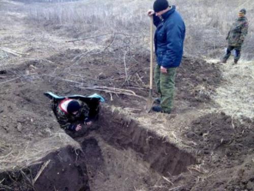 Біля Звенигородки навчають кидати гранати та зводити укриття