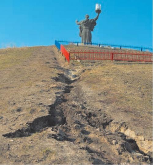 Черкаський Пагорб Слави ризикує перетворитися на провалля (ВІДЕО)