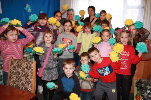 Черкаські діти створили прапор України із синьо-жовтих квітів