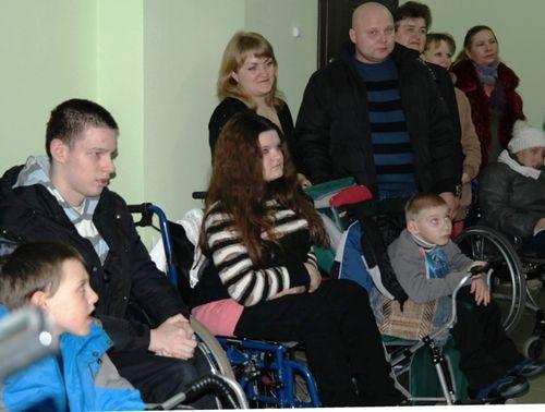 У Черкасах родинам із дітьми з особливими потребами вручили ордери на квартири