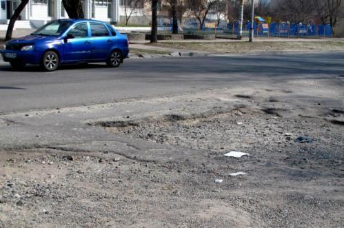 У Черкасах комунальники зробили європейську дорогу в українському стилі