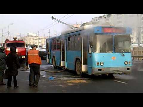 У Черкасах посеред вулиці димів тролейбус (ВІДЕО)