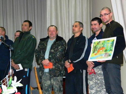 Черкаські діти влаштували для бійців реабілітацію музикою