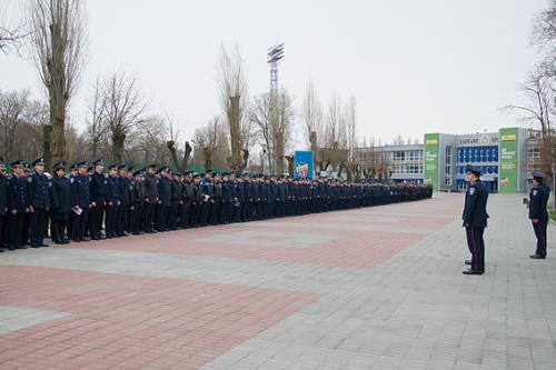 Півтисячі міліціонерів вистроїли на стадіоні (ФОТО, ВІДЕО)