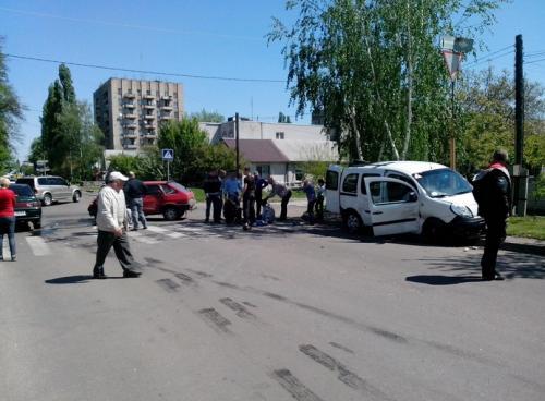 У Черкасах водій випав зі свого автомобіля у результаті жахливої ДТП (ФОТО)