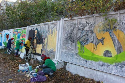 Обласний центр потроху розмальовують за допомогою графіті (ВІДЕО)