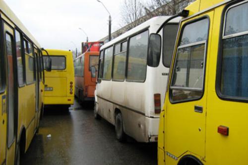 Двадцять четвертий маршрут тримає в страху половину міста (ВІДЕО)