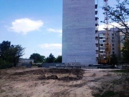 У Черкасах розлючені містяни самі знесли паркан навколо будівництва