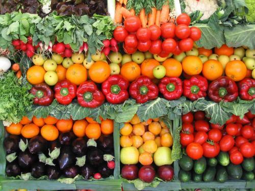 Овочі та фрукти стають для черкащан делікатесом
