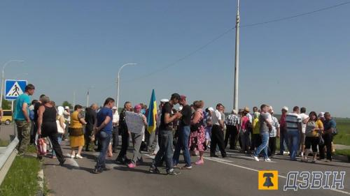 Через корупцію на Черкащині жителі знову перекривали дорогу (ФОТО)