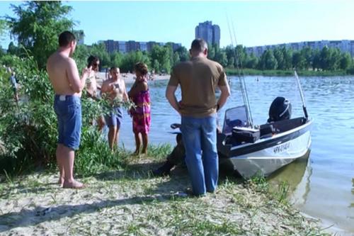 П'яний черкащанин за кермом човна ледь не травмував дітей