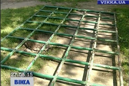 На черкаського школяра впала 200-кілограмова спортивна конструкція (ВІДЕО)