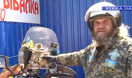 У Черкасах допомогу для бійців збирає священик-байкер (ВІДЕО)