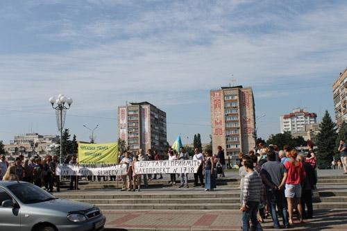Підприємці у центрі Черкас  погрожували губернатору Податковим Майданом