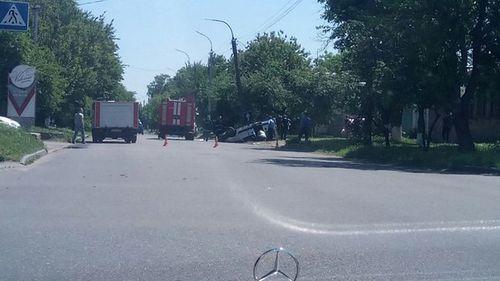 Під час аварії авто ледь не знесло електроопору