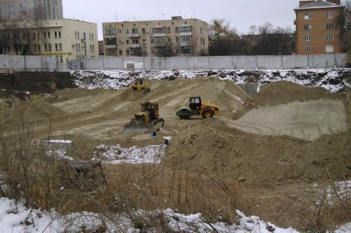 Скандальне будівництво багатоповерхівки за драмтеатром призупинено