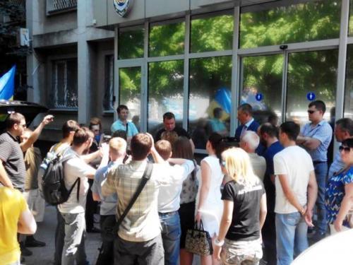 Активісти у Черкасах вимагали люстрації слідчих