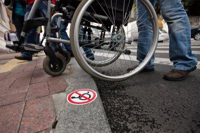 У Каневі через будівництво інваліди не змогли виїхати з двору