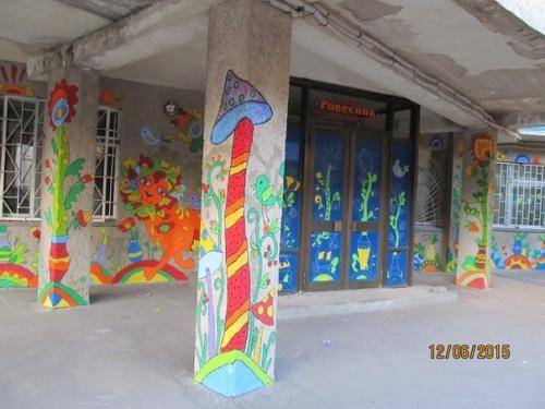 """У центрі Черкас на стінах """"виросли"""" незвичайні рослини"""