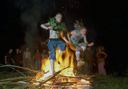 На Черкащині ворожили, шукали квітку папороті та стрибали через вогонь