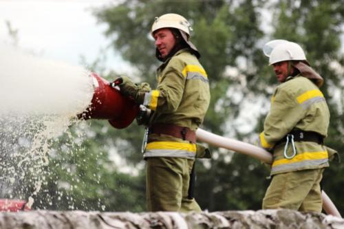 У Черкасах гасили пожежу на нафтобазі (ВІДЕО)