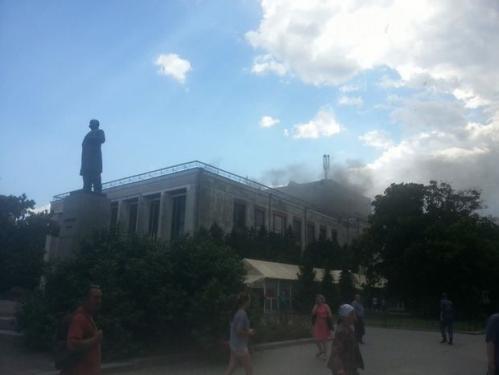 У Черкасах горить драматичний театр (ФОТО)