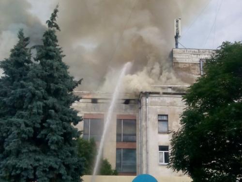 П'ятеро рятувальників опинилися в лікарні під час пожежі в театрі