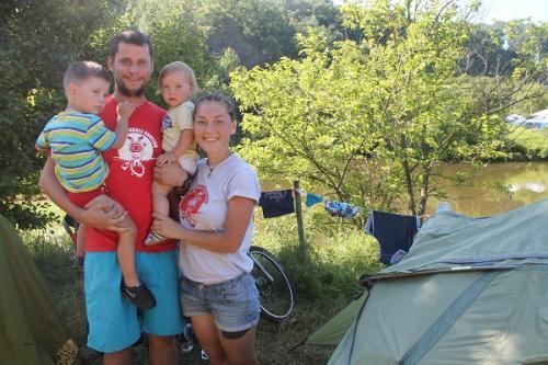 Черкаська родина із двома малюками гайнула на музичний фестиваль на велосипедах
