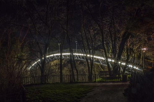 У Ювілейному парку встановили нове освітлення