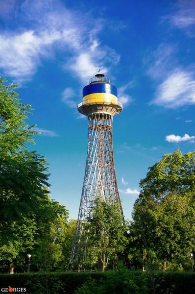Черкаська ровесниця Ейфелевої вежі стала патріотичною (ФОТО)