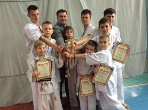 Донецький переселенець навчає золотоніських дітей карате