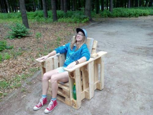 У Черкасах молодь створює чудернацькі меблі із палетів